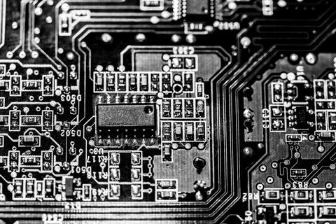 Operaciones auxiliares de montaje y mantenimiento de equipos electricos y electrónicos
